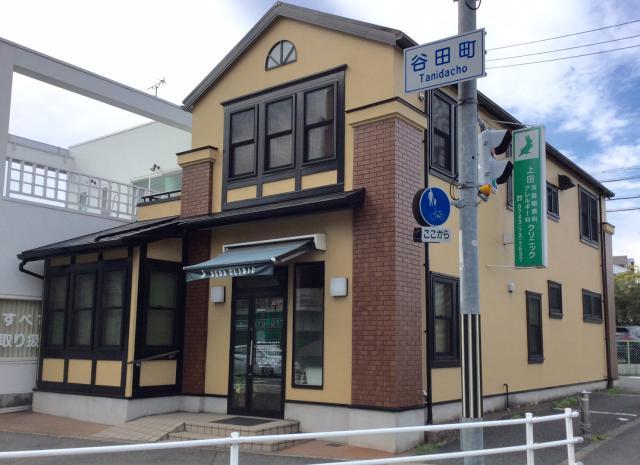 谷田町交差点角、万代斜め向かいが勤務地です! 仕事帰りのお買い物にも便利です♪
