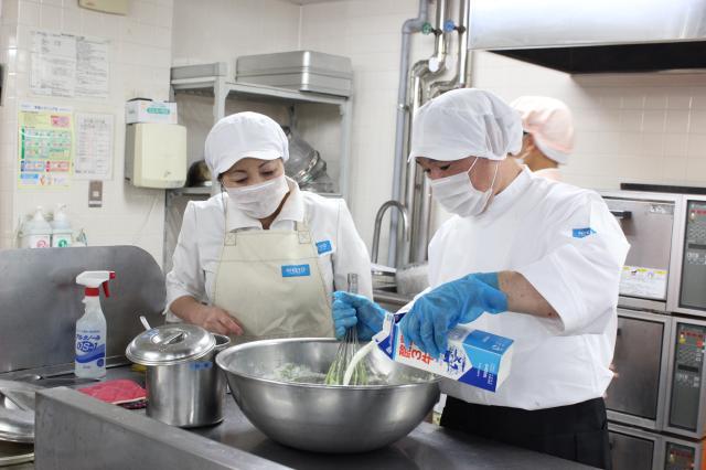 調理補助・販売・洗浄がメインです