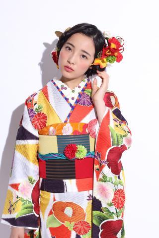 ファッションも、ネットも大好き♪ そんなあなたを大歓迎☆ 綺麗な高級着物とドレスを扱うお仕事です!
