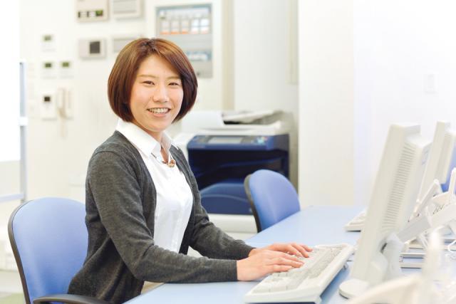 阪神国道駅から徒歩3分!阪神今津駅や JR西宮駅からも通いやすい職場です。