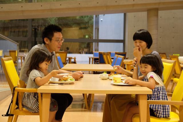 《姫路市宿泊型児童館「星の子館」》【レストランのホール】◆未経験歓迎◆朝・昼・夕の短時間パート