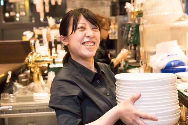 早朝・ランチタイムは時給UP◎ 店内の商品が50%OFFになる嬉しい従業員割引もあり!