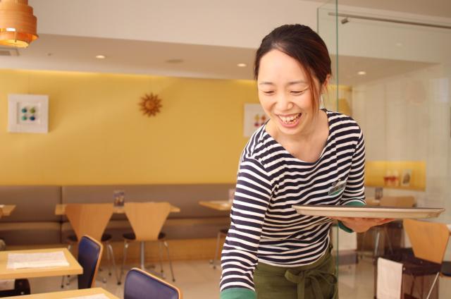 学生・フリーターさん、バイトデビューの方大歓迎! 有名料理家監修のカフェでのお仕事♪