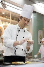温かい雰囲気の働きやすい職場環境♪体も心も元気にしてくれる美味しい料理を一緒に作りましょう!