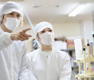 シンプルな製造作業になります♪<br>まずはご興味ありましたら、工場見学できます。幅広い年齢の未経験者男女ができるかんたん作業です。