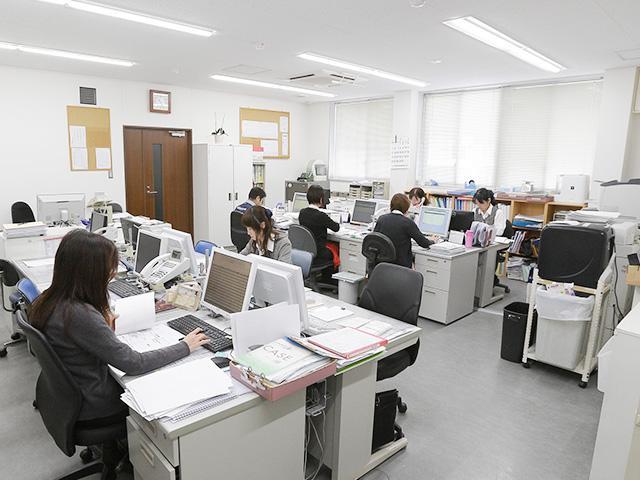 マンナ運輸株式会社 総務部