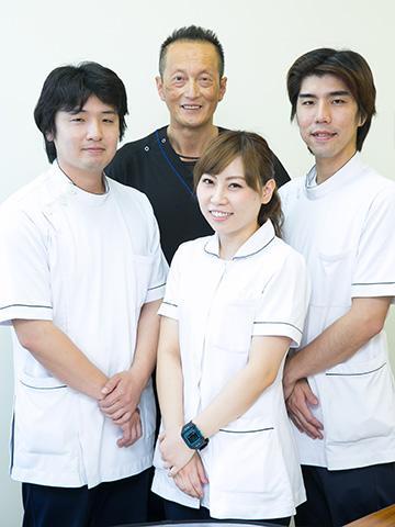 左から<br>理学療法士Kさん、科長Hさん、理学療法士Nさん、作業療法士Yさん