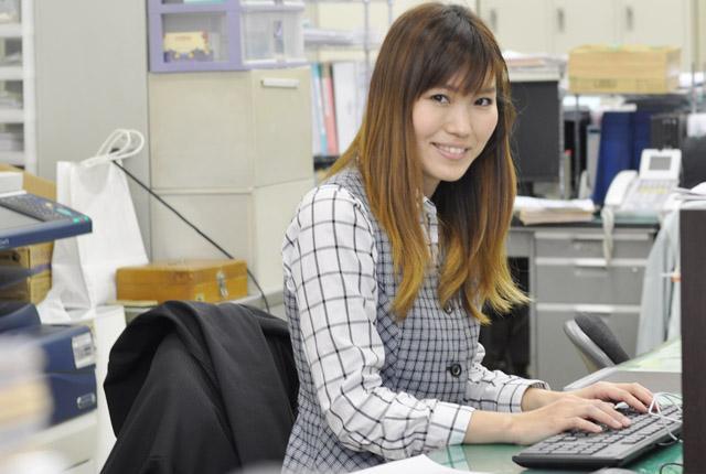 20~40代の女性スタッフが活躍する職場はとてもアットホーム!