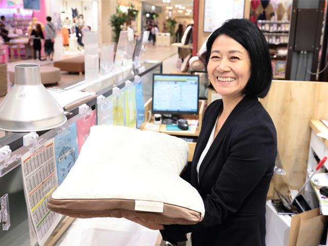 店長やエリア長などキャリアアップの道が開かれているのは、<br>成長を続ける企業だからこそ。