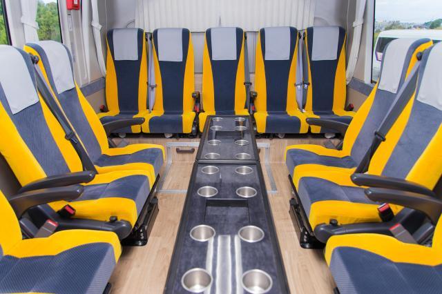 最新設備を搭載した車両は、お客様だけでなく乗務員の安全も守ります。