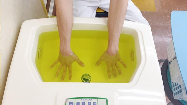 上肢向け温浴療法装置