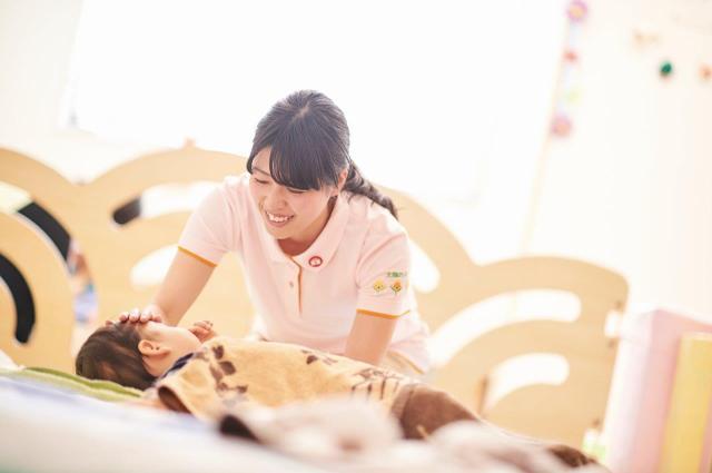 """勤務が昼間中心なので自分の健康も維持できます。子ども達の""""笑顔""""を守る看護の仕事です。"""