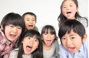 外国人講師の方と、子供たちに英会話の楽しさを伝えるお仕事です♪