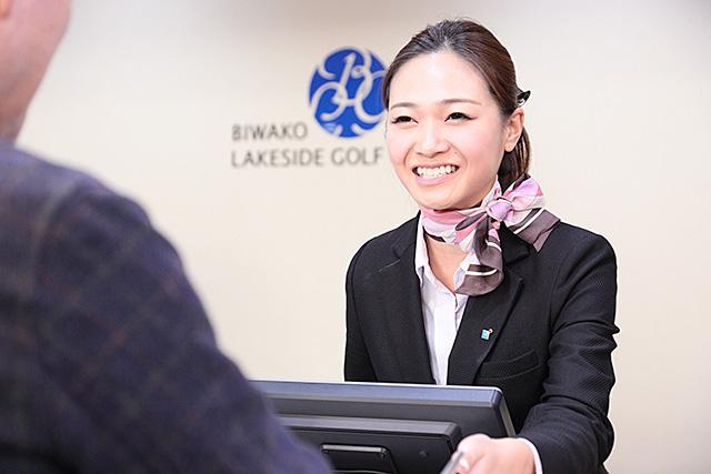 気持ちよくゴルフを楽しんでいただけるように、笑顔で丁寧に仕事をすることを心がけています。