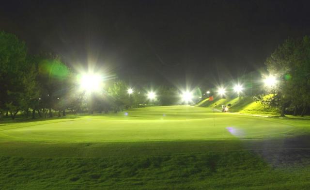 滋賀県唯一のナイター設備があるゴルフ場です。 幻想的なナイターゴルフの運営を、お手伝い下さい。