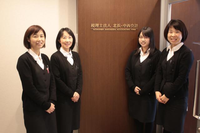 女性が多い職場で、お互いに助け合って仕事と家族を両立しています。