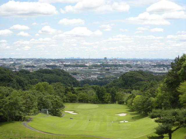 27ホールあるゴルフ場でプレーOK! 働きながらエンジョイもできますよ。
