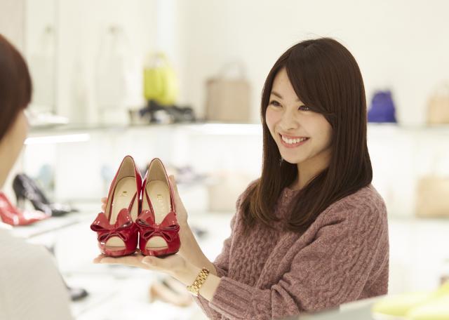 創業以来、婦人靴業界をリードし続けてきた「ダイアナ」。 女性の足元を美しく個性的に演出しています。・*
