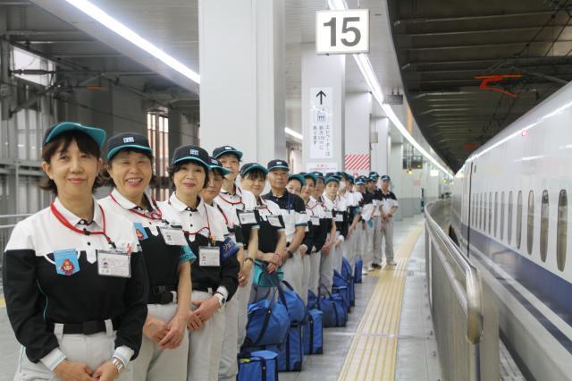 イロイロ便利な博多駅が勤務地です。先輩がサポートするので未経験でも安心して始められます!